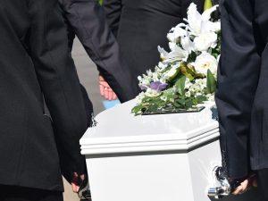 ¿Quién paga un entierro sin seguro de decesos?