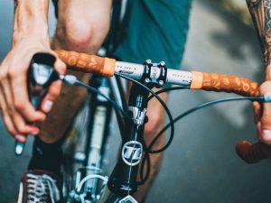 ¿Cómo me cubre el seguro si tengo un accidente en bicicleta?